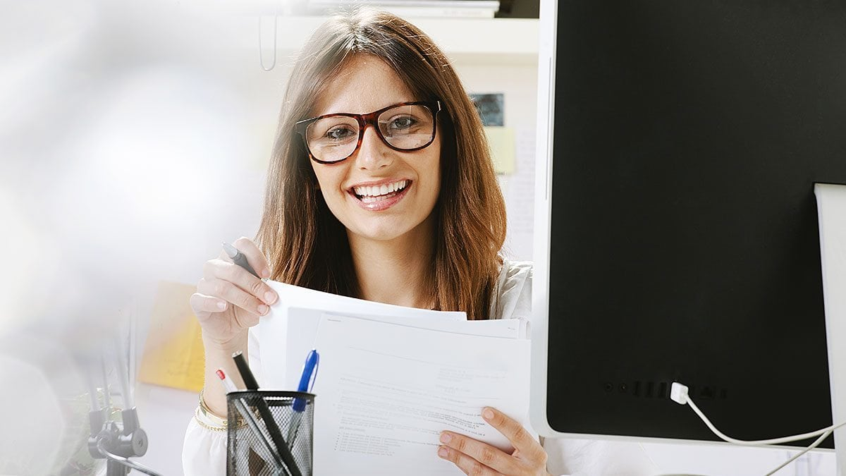 Coroflot notifies users when job postings come up.