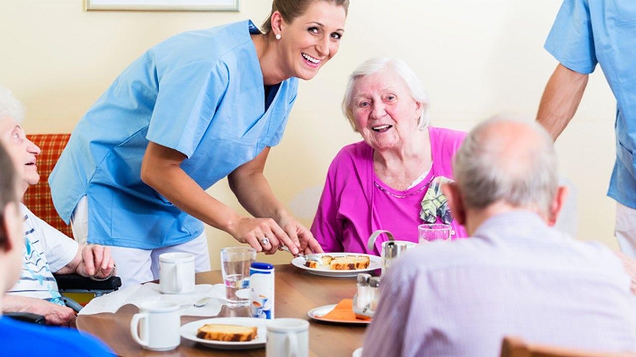 Helping Seniors Eat in Long-Term Healthcare Facilities