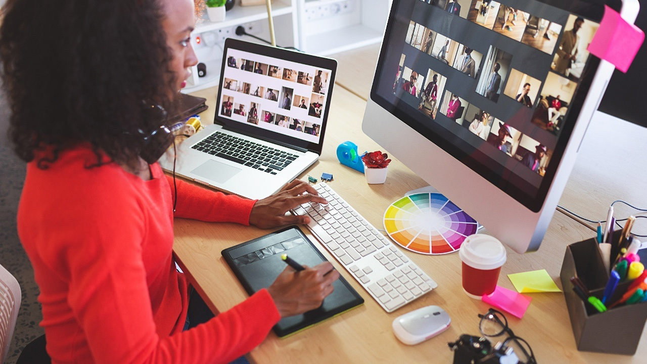 Graphic Designer vs. Web Designer: What is the Difference?